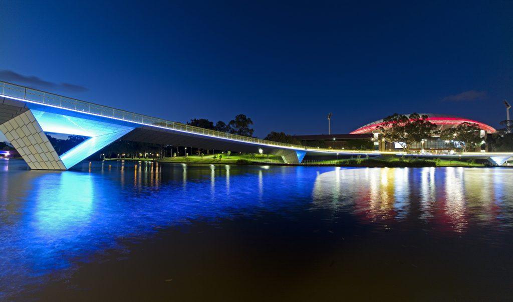 Torrens_River_at_night